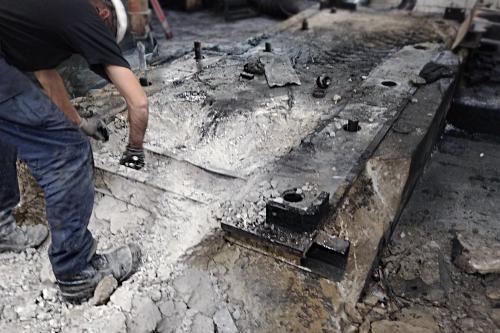 Retirada de la cimentación de hormigón y bastidor a sustituir