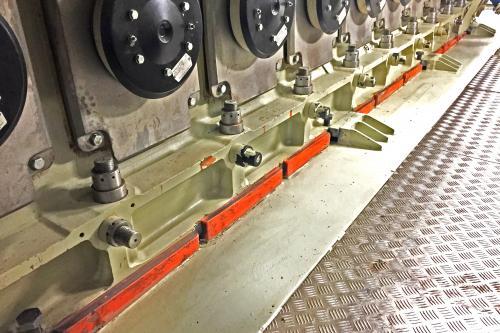 Tacos de resina CHOCKFAST en el motor principal