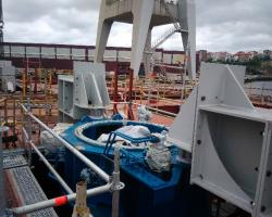 Montaje, alineación y fijación de dos hélices retráctiles Barco 345